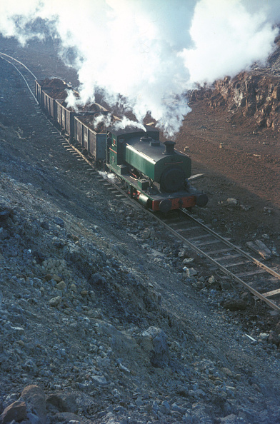 Extreme Terrain「Andrew Barclay 0-4-0ST No.19 draws a loaded train from the mine at Storefield.」:写真・画像(3)[壁紙.com]
