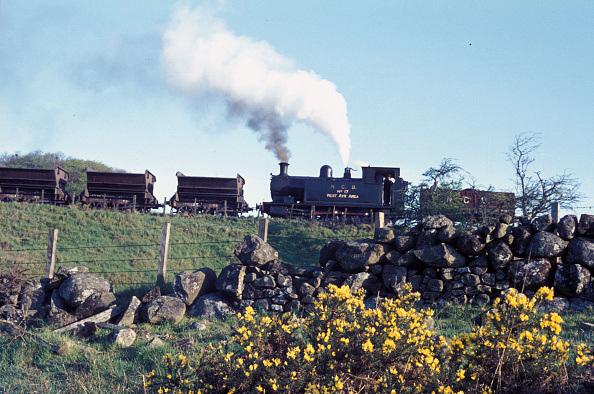 Water's Edge「Andrew Barclay standard 18 0-6-0T of 1913 at work on the Waterside colliery system in Ayrshire. She was the largest locomotive the system had and was known as the Big Yin. Tuesday 16th May 1972.」:写真・画像(19)[壁紙.com]