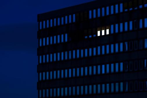 Skyscraper「Germany, Dusseldorf, Lighted windows in office building」:スマホ壁紙(13)