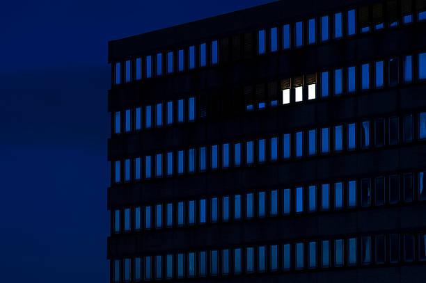 Germany, Dusseldorf, Lighted windows in office building:スマホ壁紙(壁紙.com)