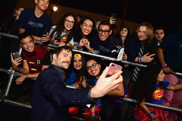 """Large Group Of People「Premiere Of Warner Bros. Pictures' """"Justice League"""" - Red Carpet」:写真・画像(8)[壁紙.com]"""