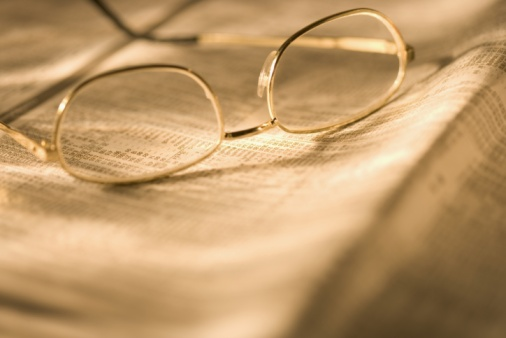Sepia Toned「Reading glasses on newspaper」:スマホ壁紙(18)