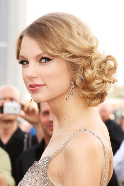 Curly Hair「2009 CMT Music Awards - Arrivals」:写真・画像(1)[壁紙.com]