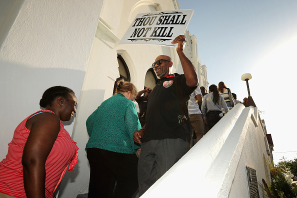 2015 Emanuel AME Church Charleston Shootings「Charleston In Mourning After 9 Killed In Church Massacre」:写真・画像(6)[壁紙.com]