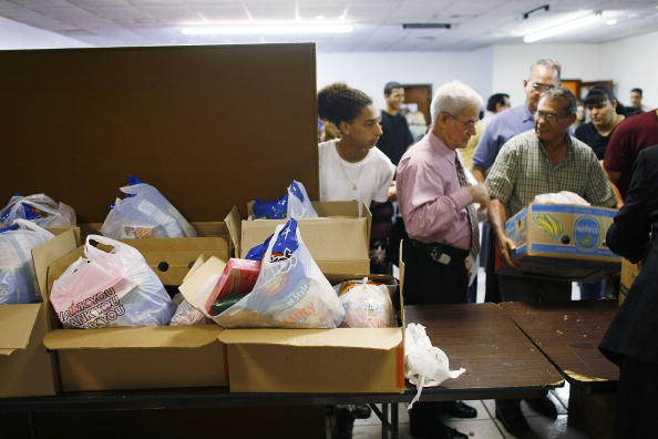 Assistance「Economic Downturn Forces Low Income Families To Rely On Donations」:写真・画像(9)[壁紙.com]