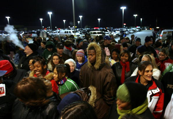 "In A Row「Christmas Shopping Season Gets Underway On ""Black Friday""」:写真・画像(8)[壁紙.com]"