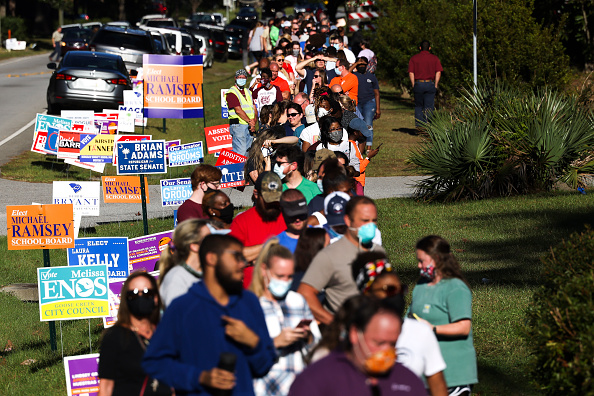 In A Row「Record Number Of South Carolina Residents Take Advantage Of Early Voting」:写真・画像(1)[壁紙.com]