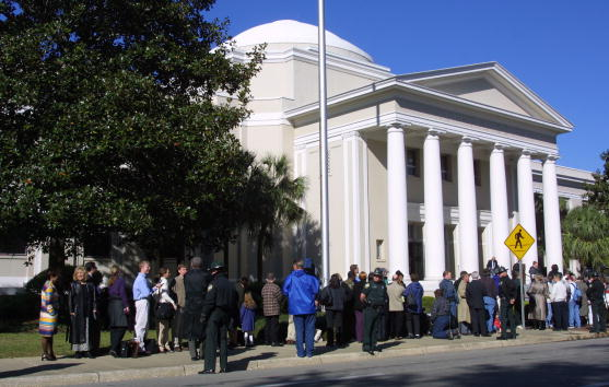 Tallahassee「Protests Over Florida Recount Hearings」:写真・画像(8)[壁紙.com]