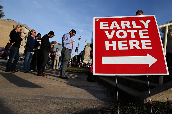 In A Row「Early Voting Draws Crowds In State's Tight Race」:写真・画像(15)[壁紙.com]