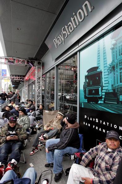 Justin Sullivan「Sony To Debut Playstation 3 At Midnight」:写真・画像(19)[壁紙.com]