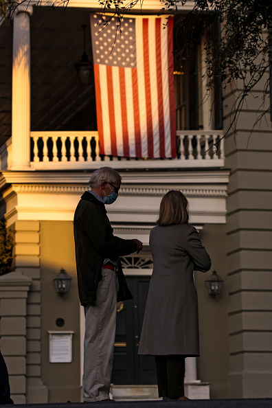 In A Row「Across The U.S. Voters Flock To The Polls On Election Day」:写真・画像(11)[壁紙.com]