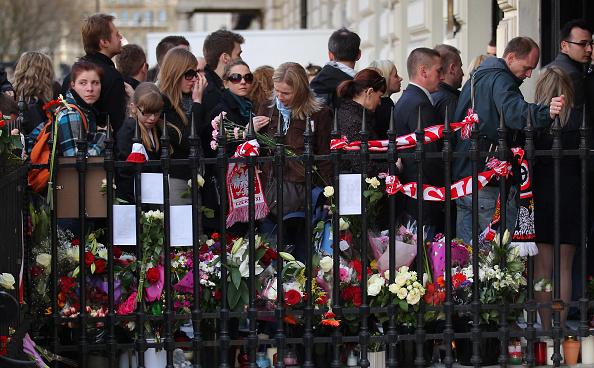 In A Row「Poles Around The World Mourn Death of Polish President Lech Kaczynski」:写真・画像(14)[壁紙.com]