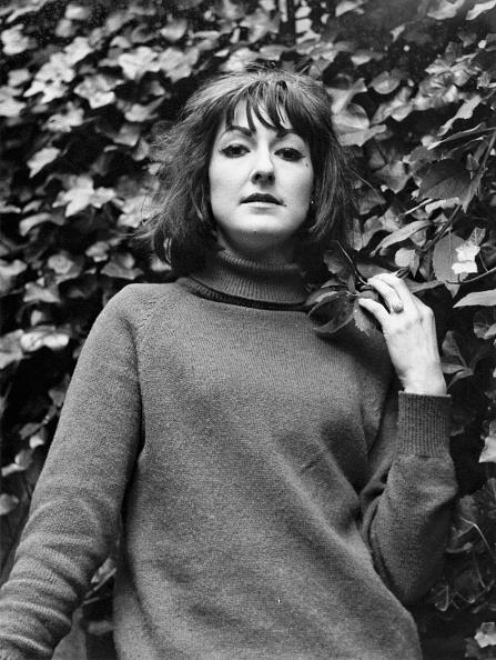 High Collar「Pauline Fordham」:写真・画像(2)[壁紙.com]