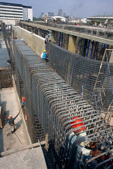 静物「Fixing steel reinforcement for in situ concrete structure, Bangkok, Thailand. Foundations for a waste water processing plant.」:写真・画像(4)[壁紙.com]