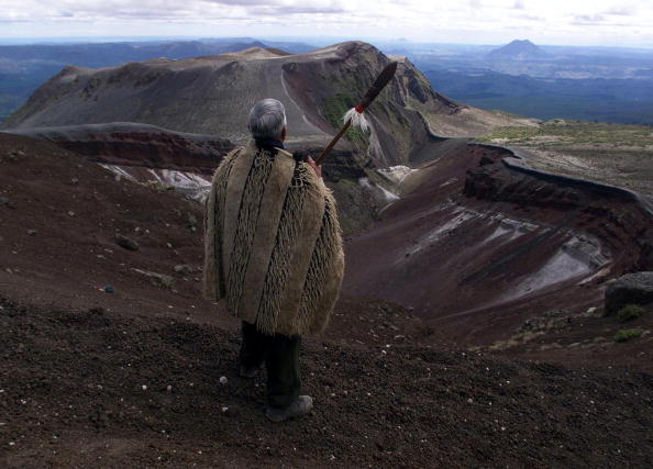 Mountain「Mount Tarawera trustee Rev. Bob Schuster wears an」:写真・画像(5)[壁紙.com]