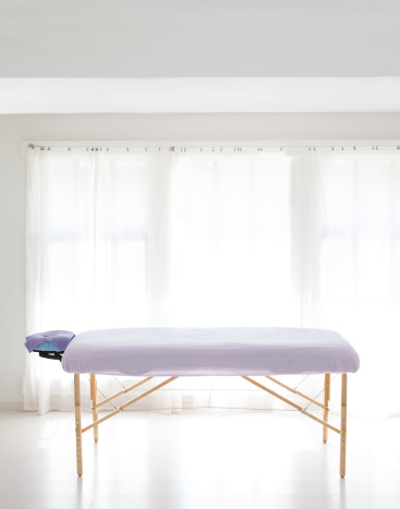 Massage Table「massage table in white room with curtain」:スマホ壁紙(9)
