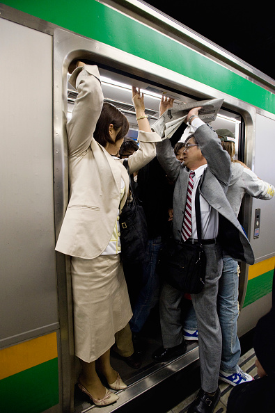 Rail Transportation「Paassengers try to fit inside very overcrowded railway carriage during morning rush hour in Tokyo 2008」:写真・画像(18)[壁紙.com]