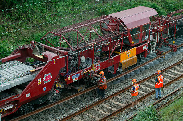 Relay「Track relaying machine (TRT) in action near Poynton as part of the West Coast Main Line upgrade. July 2003.」:写真・画像(18)[壁紙.com]