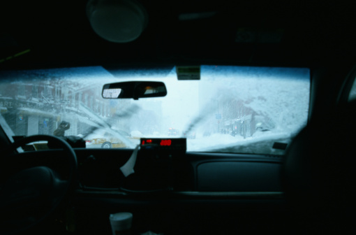 タクシー「Snow on Taxi Cab's Windshield」:スマホ壁紙(10)