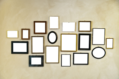 History「picture frames on vintage wall painting」:スマホ壁紙(9)