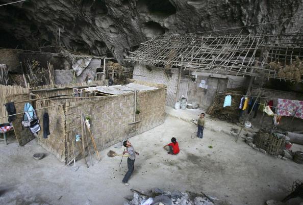 Village「Sports Activities Of Children Living Inside Natural Cave」:写真・画像(0)[壁紙.com]