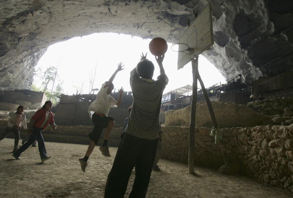 Cancan Chu「Sports Activities Of Children Living Inside Natural Cave」:写真・画像(12)[壁紙.com]