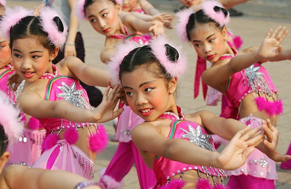 こどもの日「Chinese Children Celebrate The International Children's Day In Beijing」:写真・画像(2)[壁紙.com]
