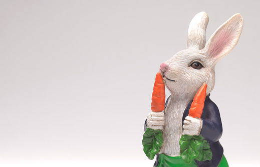 Figurine「Easter rabbit with carrot」:スマホ壁紙(13)
