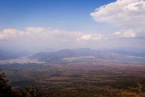 Japan「View of Mt Ohira and Mt Shakushiyama with Fujiyoshida and Minamitsuru taken from Mt Fuji, Japan」:スマホ壁紙(9)