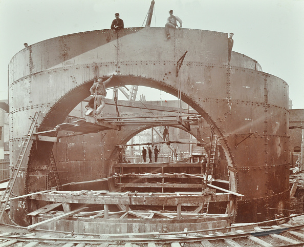 Construction Equipment「The Rotherhithe Tunnel Under Construction, London, 1906」:写真・画像(11)[壁紙.com]