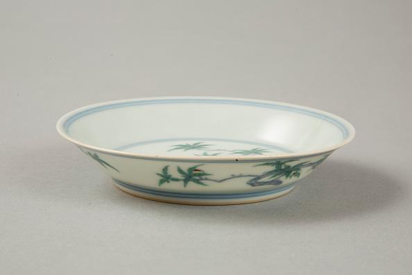 Saucer「Doucai saucer with fruiting peach, late Kangxi period (1700-1722)」:写真・画像(4)[壁紙.com]