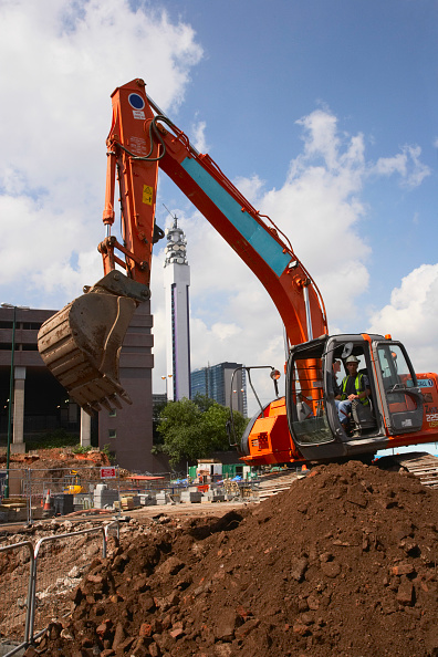 Earth Mover「Digger, Birmingham, with BT Tower behind, UK」:写真・画像(7)[壁紙.com]