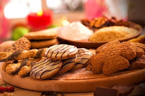 Sweet Food「Making variety of Christmas cookies」:スマホ壁紙(18)