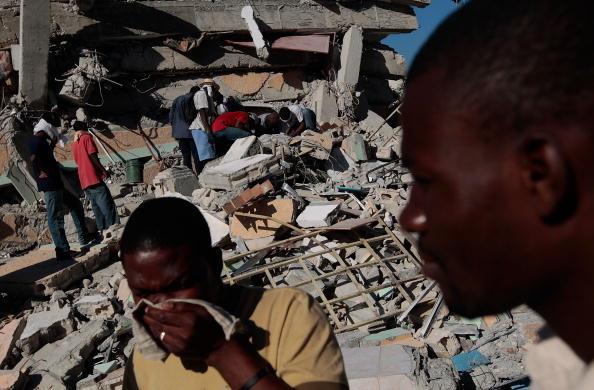 Dozen「Haiti Struggles With Death And Destruction After Catastrophic Earthquake」:写真・画像(19)[壁紙.com]