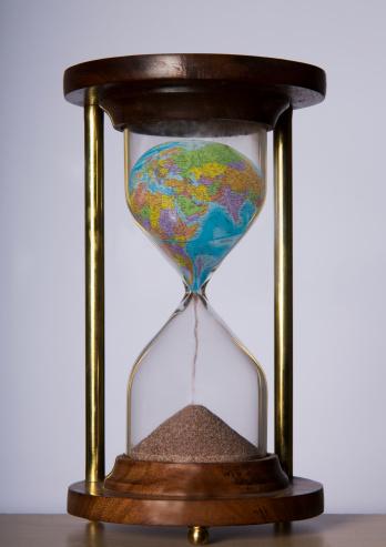 Hopelessness「Globe turning sand in a hourglass」:スマホ壁紙(19)