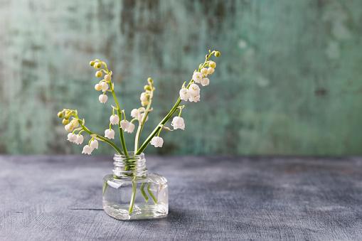 繊細「Glass with lilies of the valley」:スマホ壁紙(2)