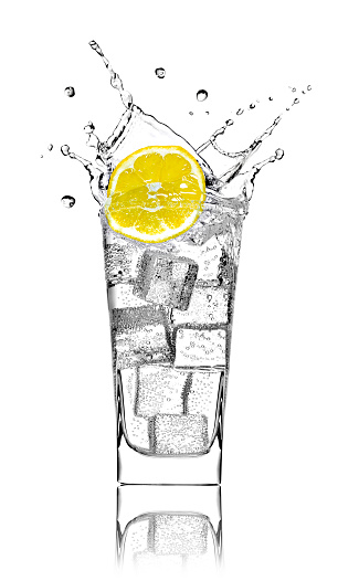 かんきつ類「Glass with soda water, ice cubes and slice of lemon in front of white background」:スマホ壁紙(2)