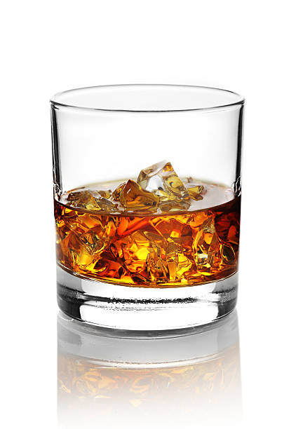 Glass with alcohol and ice cubes.:スマホ壁紙(壁紙.com)