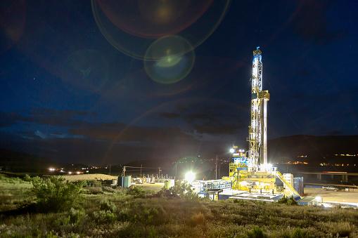 Oil Well「Lighted drilling Fracking Rig at night」:スマホ壁紙(11)