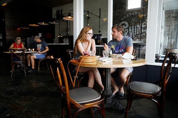 Restaurant「As State Opens After Lockdown, Coronavirus Cases Spike In Florida」:写真・画像(13)[壁紙.com]
