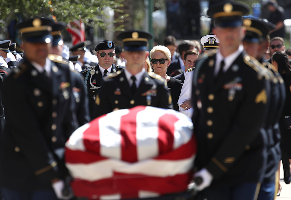Coffin「Arizona Sen. John McCain Lies In State In The Rotunda Of Arizona State Capitol」:写真・画像(12)[壁紙.com]