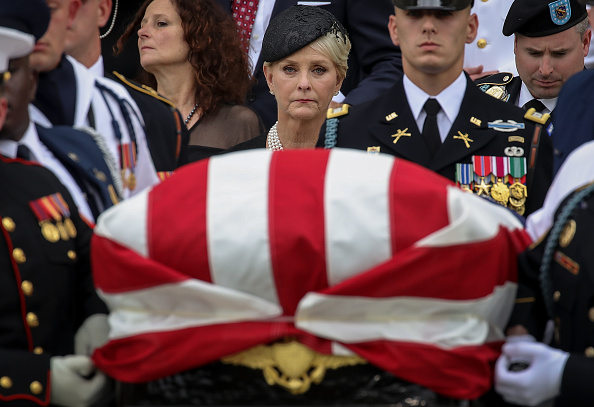 Looking「National Cathedral Hosts Memorial Service For Sen. John McCain (R-AZ)」:写真・画像(13)[壁紙.com]