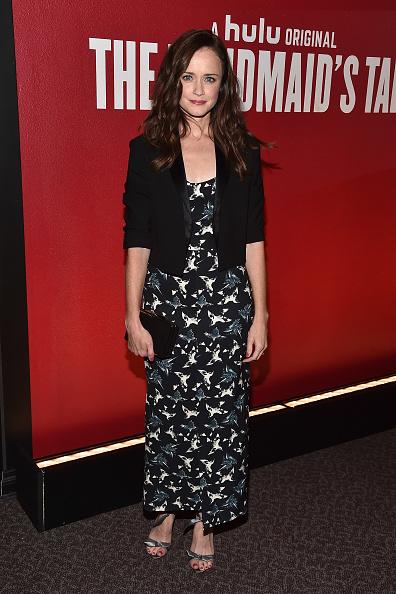 カメラ目線「FYC Event For Hulu's 'The Handmaid's Tale' - Red Carpet」:写真・画像(1)[壁紙.com]