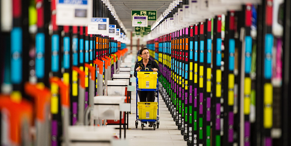 ヒューマンインタレスト「Amazon's Fulfilment Centre In Hemel Hempstead Gears Up For Black Friday」:写真・画像(16)[壁紙.com]