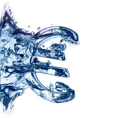 East Lothian「Euro symbol plunging into blue water」:スマホ壁紙(5)