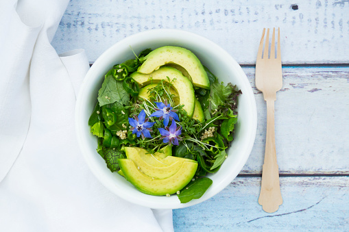 Arugula「Detox Bowl of different lettuces, vegetables, cress, quinoa, avocado and starflowers」:スマホ壁紙(18)