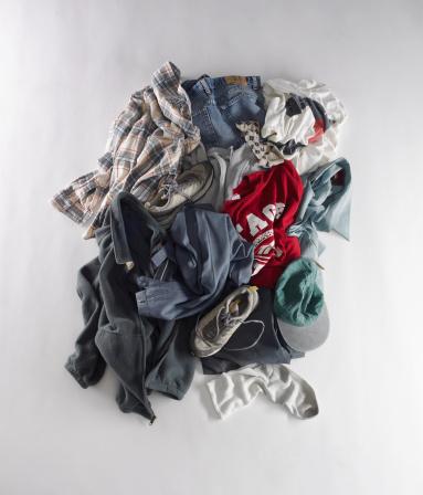 Heap「Dirty clothes on floor」:スマホ壁紙(18)