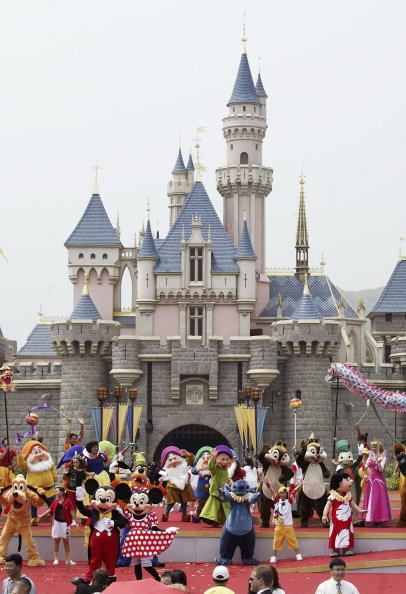 ディズニー「Grand Opening Of Disneyland In Hong Kong」:写真・画像(18)[壁紙.com]