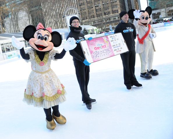 ミニーマウス「'Disney On Ice Presents Princess Wishes' Treats Children From The Sunshine Kids To A Special Skating Experience」:写真・画像(18)[壁紙.com]