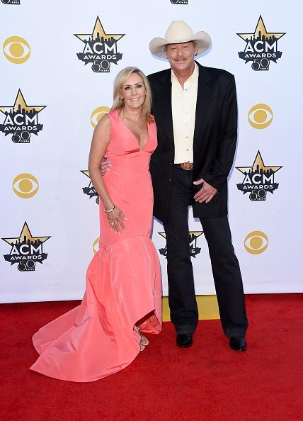 Alternative Pose「50th Academy Of Country Music Awards - Arrivals」:写真・画像(7)[壁紙.com]